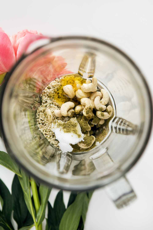 Gėrimas iš kanapių sėklų ir baltymų - Žalia (ne)latte